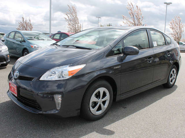 Finance a 2014 Toyota Prius near Skagit Valley at Foothills Toyota