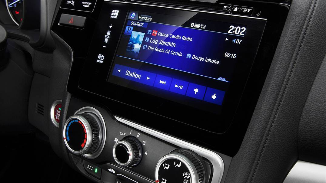 2016 Honda Fit infotainment system