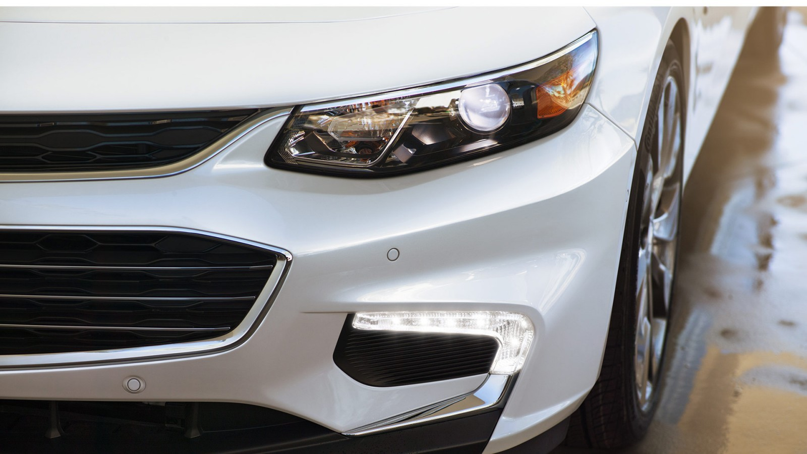 Redesigned headlamps on the 2016 Malibu