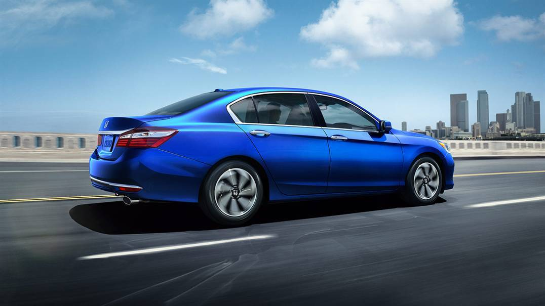 2016 Honda Accord vs 2016 Subaru Legacy near Sterling, VA