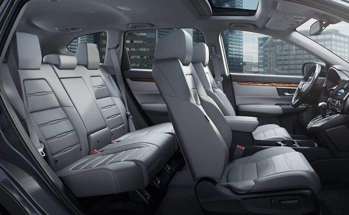 Interior de la Honda CR-V 2019 con detalles de cuero disponibles