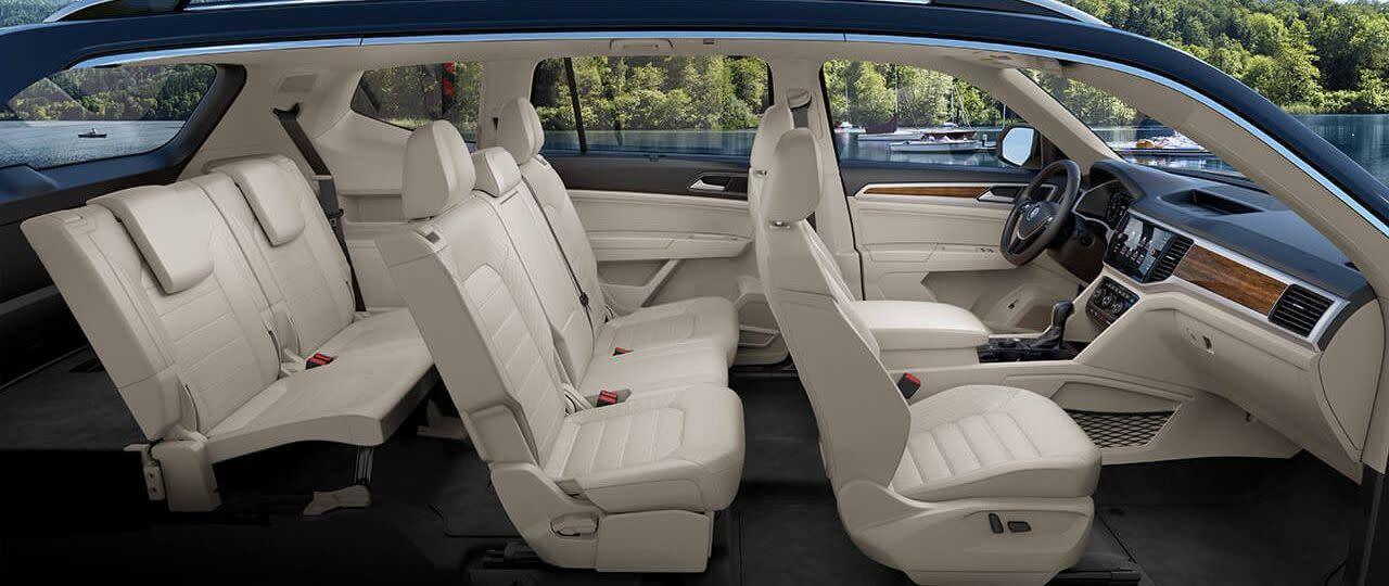 Interior del Atlas V6 SEL Premium con 4MOTION®en cuero Shetland: espacio de sobra para hasta  siete pasajeros.