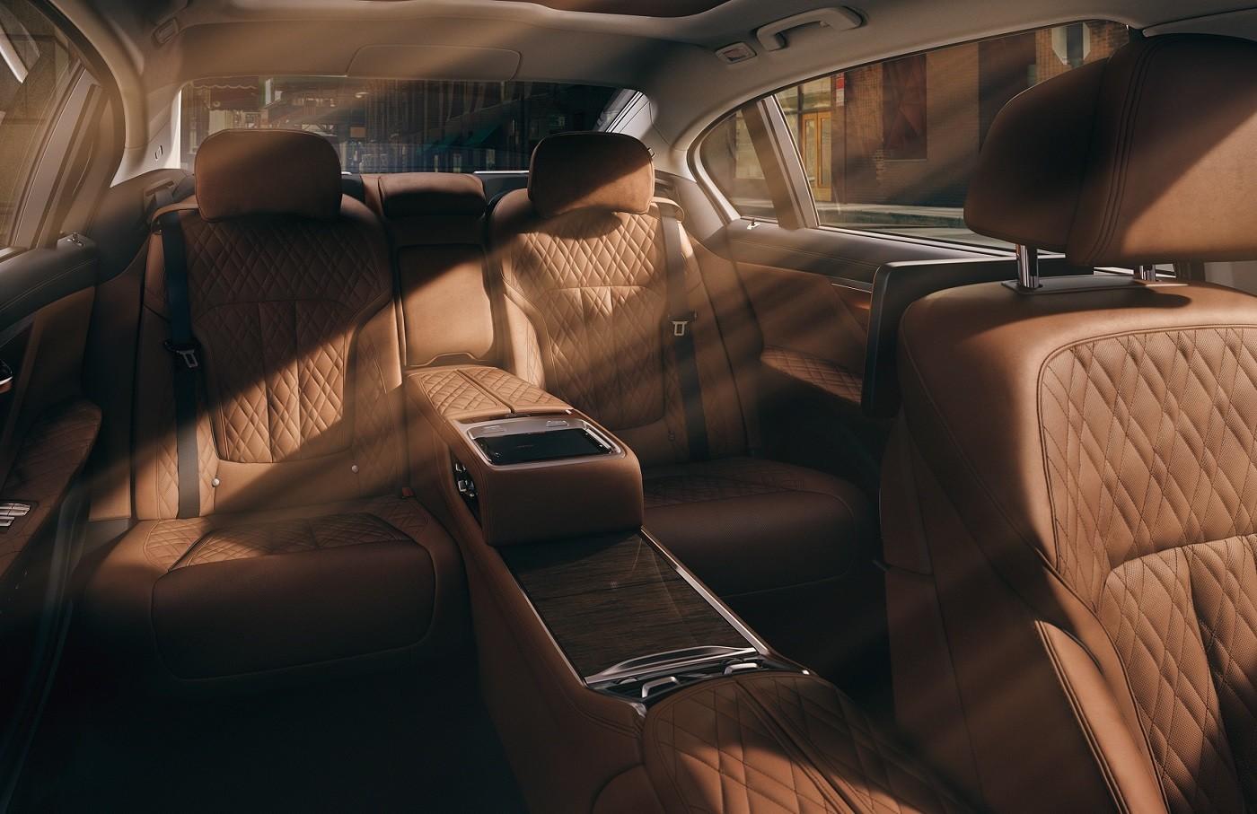 2020 BMW 7 Series Backseat