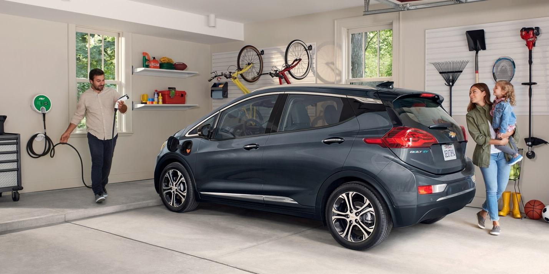 El Chevrolet Bolt EV 2019 se recarga con facilidad en tu casa o una estación pública