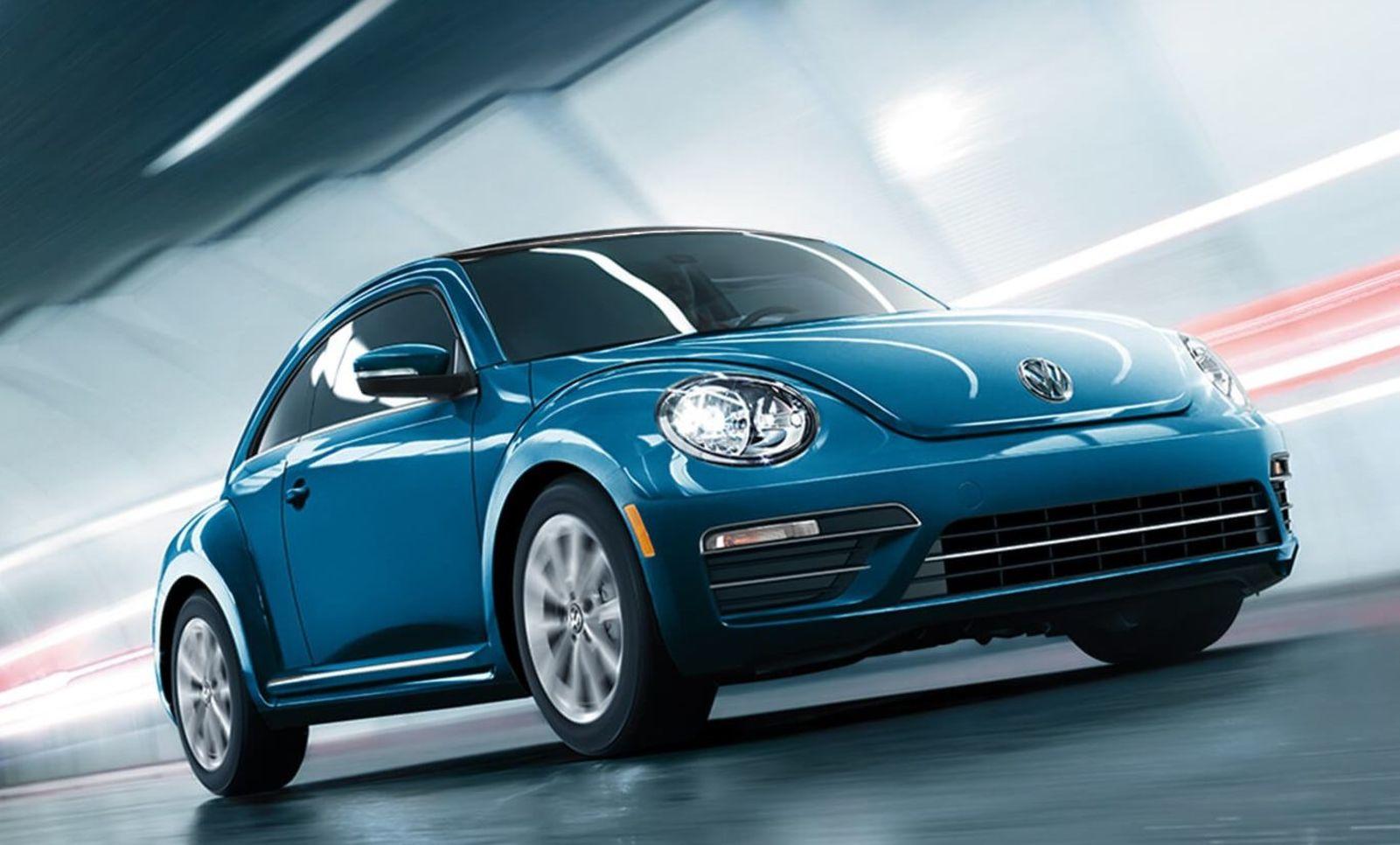 VW Beetle SE 2019 en Silk Blue Metallic con equipamientos opcionales