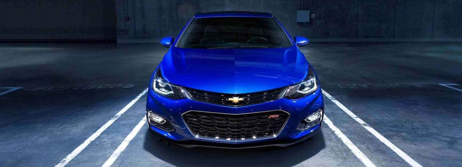 Chevrolet Cruze Repair Manual: Hood Adjustment