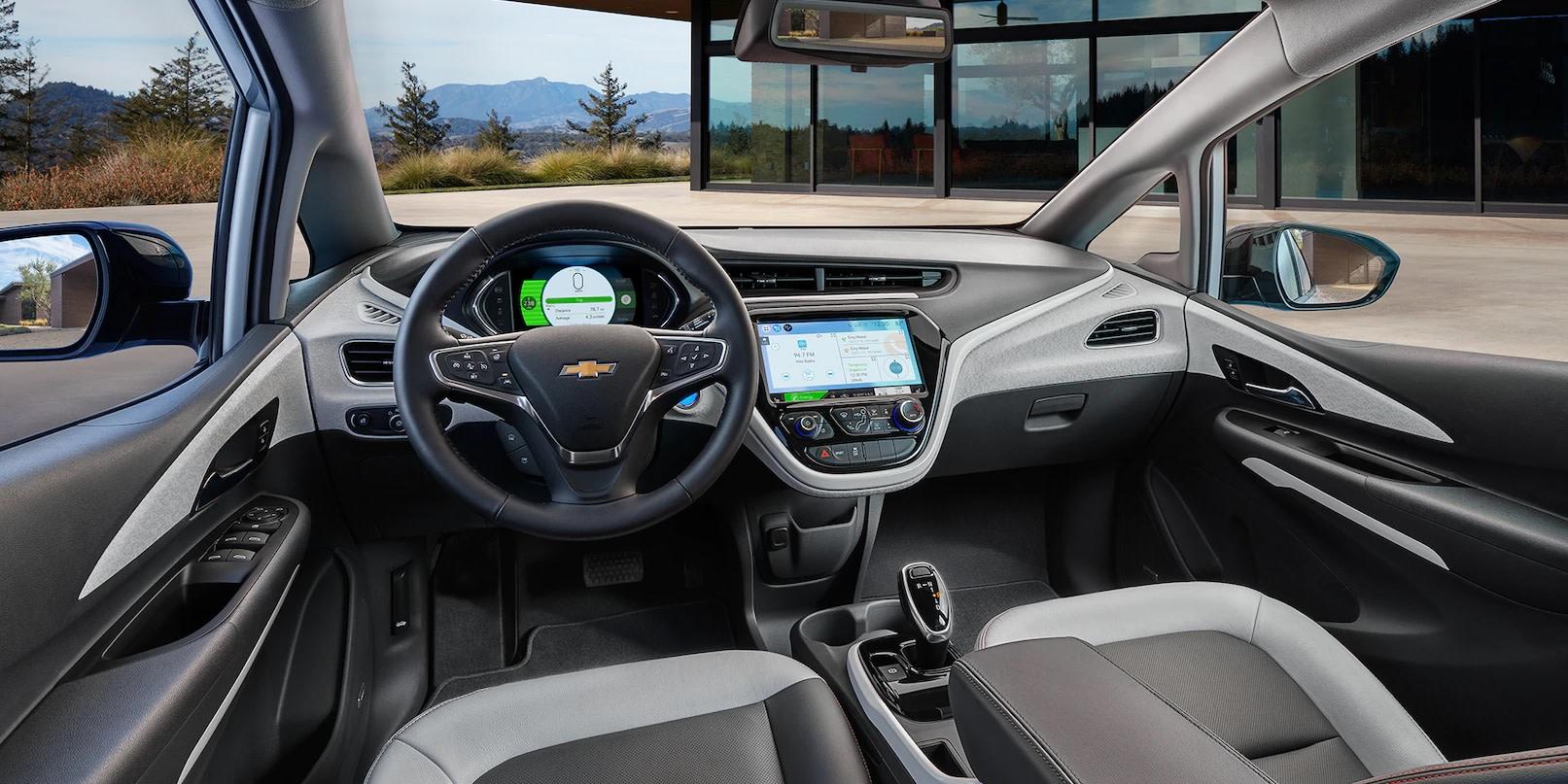 Interior del Bolt EV equipado con las tecnologías más modernas