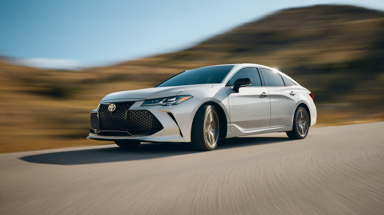 2019 Toyota Avalon vs 2019 Ford Taurus in New Castle, DE