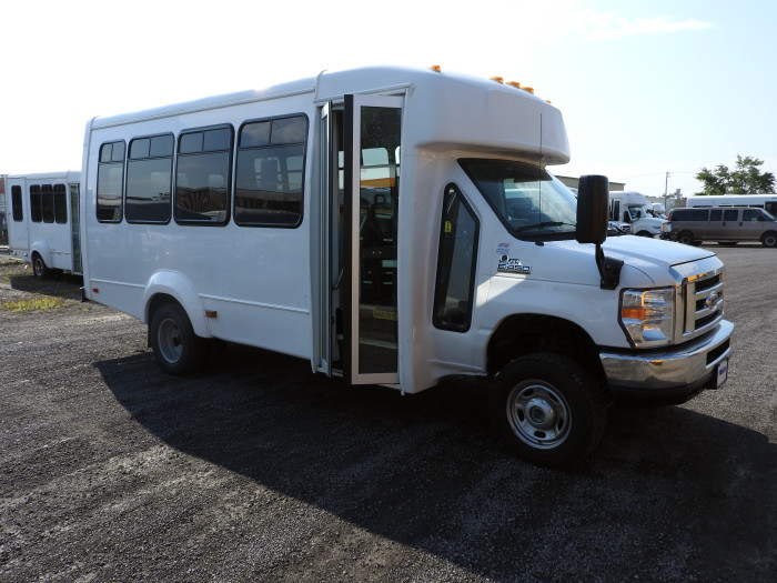 Used Shuttle Buses 4 x 4 Non-CDL