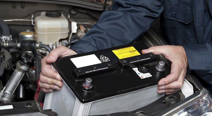 ¿Cada cuánto debo cambiar la batería de mi auto cerca de San Clemente, CA?