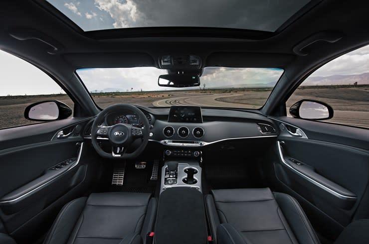 El interior del Kia Stinger GTS 2020 es modern y deportivo