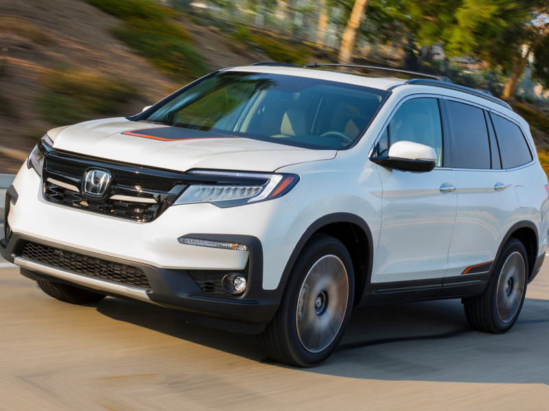 Front side exterior view of a 2019 Honda Pilot