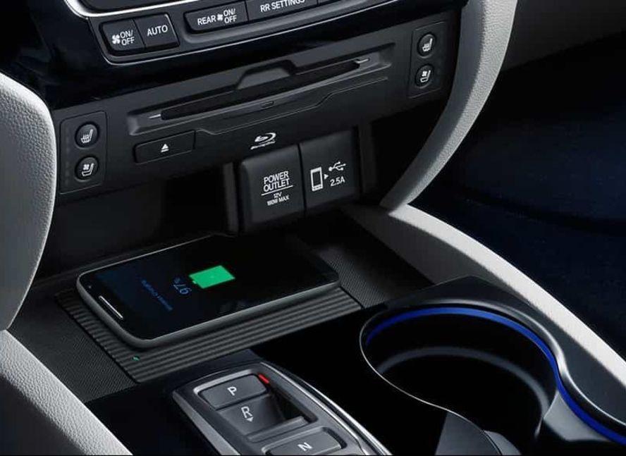 Cargador inalámbrico para dispositivos disponible en el Honda Pilot 2019